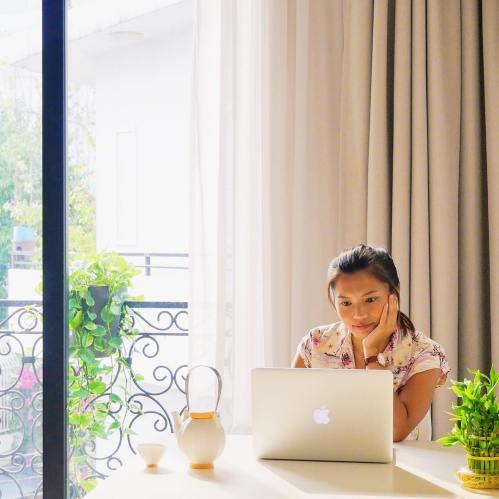 Jojo Aquino_Traveling Petite Girl_1
